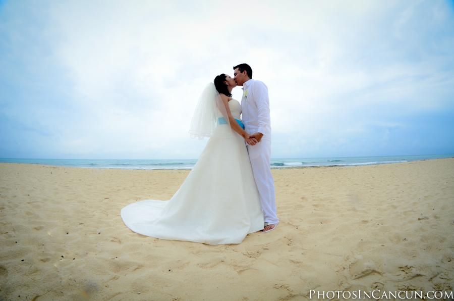 Beach Wedding photos Puerto Morelos Mexico photographer