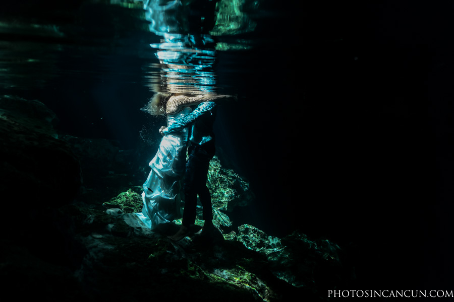 Underwater Professional Photos in Cancun for Trash The Dress