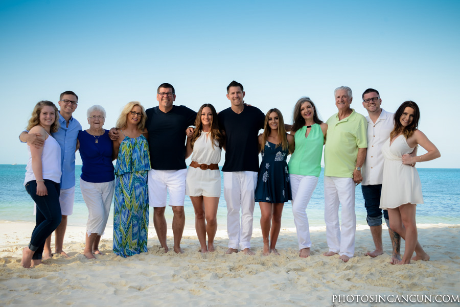 Family Photographer This awesome family all got together in Cancun to celebrate life and have a photo session during their stay. Many family rent a house for